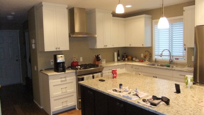 Project dale and michelle white shaker kelowna for Kitchen cabinets kelowna