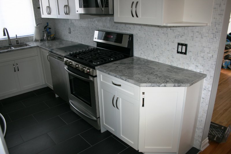 Project warren and nancy sleek white kelowna for Kitchen cabinets kelowna